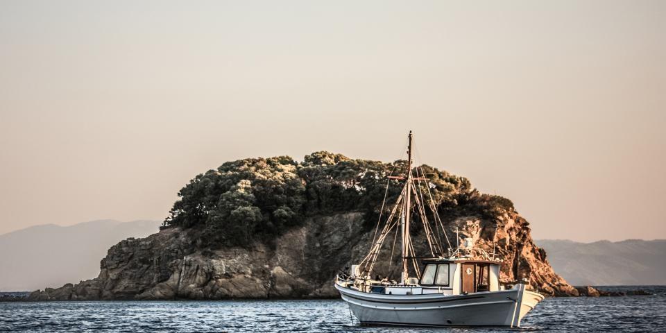 boat storage, penticton, boat, ocean, sea